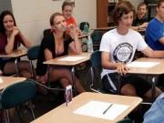 """Tranh vui - """"Phì cười"""" với cảnh sinh viên tới lớp"""