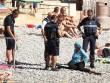 Cảnh sát Pháp ép phụ nữ cởi áo tắm Hồi giáo trên bãi biển