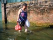 """Sau bão 5 ngày, người Hà Nội vẫn phải """"di cư"""" vì ngập"""