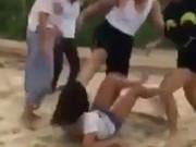 Tin tức trong ngày - Bị đánh hội đồng dã man, nữ sinh khóc lóc xin tha
