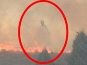 Phi thường - kỳ quặc - Bóng người kì lạ bay trên lửa khi hỏa hoạn ở Mỹ