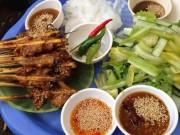 """Bánh ít thịt nướng món  """" best seller """"  ở phố Hội"""