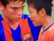 Bóng đá - Cảm động cầu thủ nhí Barca vỗ về đối thủ Nhật mếu máo