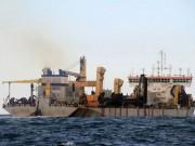 Tin tức trong ngày - Phát hiện tàu lạ nghi đổ chất thải rắn xuống biển
