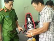 An ninh Xã hội - Nghi can dùng súng cướp xe giữa chợ đã ra đầu thú