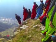Bạn trẻ - Cuộc sống - Clip: Trò chơi mạo hiểm nhảy từ núi cao 2.500m
