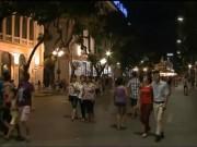 Video An ninh - Dòng người đổ về thưởng ngoạn phố đi bộ Hồ Gươm