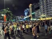 Tin tức trong ngày - Người dân ùn ùn về trung tâm Sài Gòn xem bắn pháo hoa