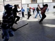 Tổng thống Venezuela bị người biểu tình rượt trên phố