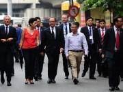 Tin tức trong ngày - Ảnh: Tổng thống Pháp dạo phố cổ trong chiều thu Hà Nội