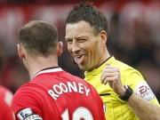 """Bóng đá - Derby Manchester: Nghi án trọng tài chính """"phe"""" MU"""