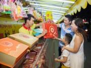 Thị trường - Tiêu dùng - Cận rằm, bánh trung thu hút khách
