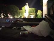 Tin tức trong ngày - Rác thải phố đi bộ HN: Mỗi công nhân gom 4 tấn rác một đêm