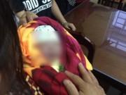 Tin tức trong ngày - HN: Người nhà mang xác hài nhi đặt lên bàn giám đốc BV