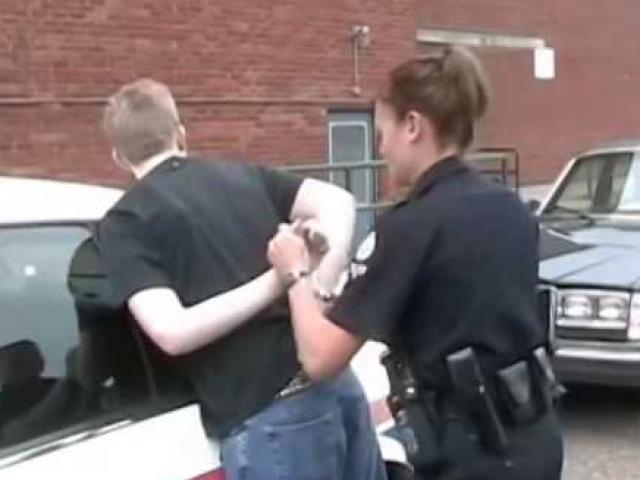 Mỹ: Trở thành cảnh sát bắt kẻ lạm dụng mình từ bé