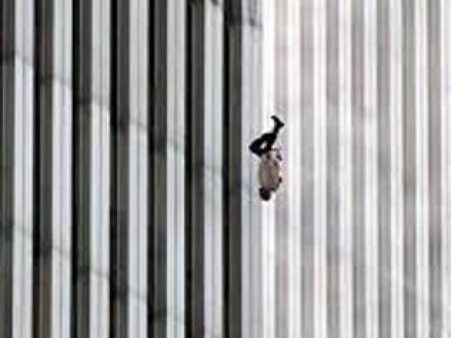Người đàn ông bí ẩn rơi khỏi tháp đôi vụ khủng bố 11.9