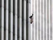Thế giới - Người đàn ông bí ẩn rơi khỏi tháp đôi vụ khủng bố 11.9