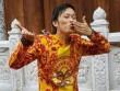Video: Bố con Hoài Linh ca cổ trong nhà thờ tổ 100 tỷ