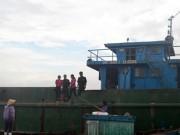 """Tin tức trong ngày - Bắt giữ tàu đổ chất thải """"lạ"""" xuống biển Thanh Hóa, Nghệ An"""