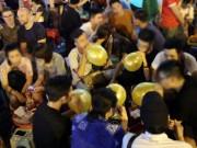 Tin tức trong ngày - Bóng cười náo loạn phố đi bộ Hà Nội