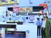"""Video An ninh - Quái chiêu"""" của siêu trộm """"ninja"""" trong siêu thị"""
