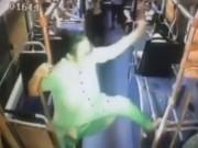 Phi thường - kỳ quặc - TQ: Quý bà trung niên ngang nhiên múa cột trên xe buýt