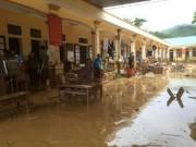 Tin tức trong ngày - Mưa lũ dồn dập Nghệ An, hơn 500 người bị cô lập