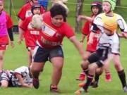 """Thể thao - Cậy """"to xác"""", bé bự 9 tuổi chấp cả đội bạn"""