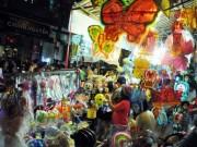 Ngàn người  hành xác  trên phố lồng đèn ở Sài Gòn