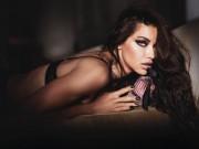 Thời trang - Thiên thần nội y nóng bỏng trong quảng cáo nước hoa