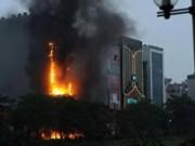 Tin tức trong ngày - Hà Nội: Cháy quán karaoke 7 tầng, khách chạy tán loạn