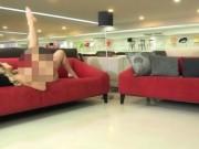 Thị trường - Tiêu dùng - Bị 'ném đá' tơi bời vì quảng cáo sofa bằng mẫu khoả thân