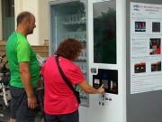 Tin tức trong ngày - Khóc, cười với máy bán hàng tự động ở Hà Nội
