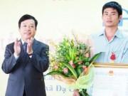 """Trao Huân chương Dũng cảm cho """"người hùng đèo Bảo Lộc"""""""
