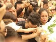 Nghẹn ngào giây phút trước khi hỏa táng ca sĩ Minh Thuận