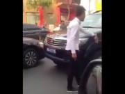 Tin tức trong ngày - Kỷ luật tài xế xe biển xanh chạy ngược chiều ở Sài Gòn