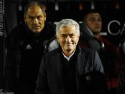 """Bóng đá - MU: Mourinho mỉa mai anti-fan """"thông minh"""" như Einstein"""