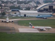 """Tin tức trong ngày - Lắp máy bơm """"cứu"""" sân bay Tân Sơn Nhất khỏi ngập"""