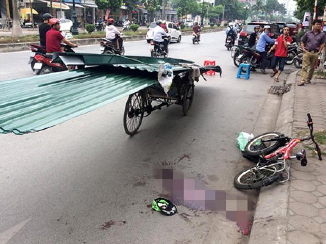 Bé trai tử vong vì bị xe chở tôn cứa cổ