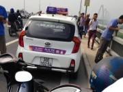 Tin tức trong ngày - Hà Nội: Tài xế taxi  tử vong dưới cầu Nhật Tân