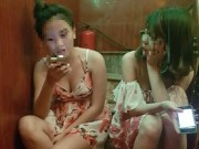 """Bạn trẻ - Cuộc sống - Thiếu nữ đầy cám dỗ với nghề """"tay vịn"""" ở quán karaoke"""
