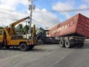 Tin tức trong ngày - Xe khách va chạm với container, 16 người thương vong