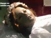 Phi thường - kỳ quặc - Hết hồn xác chết của vị thánh 300 tuổi bỗng dưng mở mắt