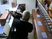 Phi thường - kỳ quặc - Bà cô dũng cảm vật lộn với kẻ cướp vác súng trường