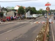 Video An ninh - Xe khách vướng vào dây cáp, 1 người tử vong