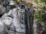 Kinh sợ cú nhảy từ đỉnh thác  chết chóc