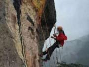 Bạn trẻ - Cuộc sống - Cô gái vẽ tranh trên vách núi tỏ tình với bạn trai