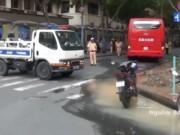 """Tai nạn giao thông - Clip: Xe điên """"đại náo"""" Sài Gòn, du khách hoảng loạn"""