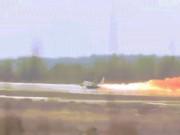 Thế giới - Video: Chiến đấu cơ bốc cháy, phi công Nga thoát chết trong gang tấc