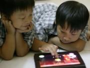 Cho trẻ chơi điện thoại, Ipad nhiều hại tới sức khỏe thế nào?